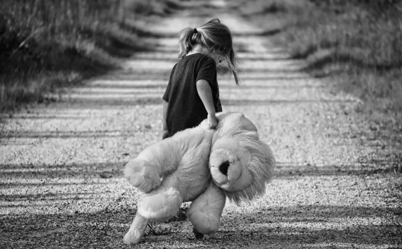 4 возможных признака, что ребенка недолюбили в определенном возрасте
